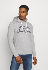 Jack & Jones - JJHERO HOOD - Mikina s kapucí - light grey melange - 0