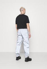 Mennace - SHADOW TRACKSUIT TROUSER - Tracksuit bottoms - grey - 2