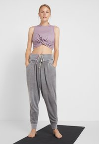 Free People - FP MOVEMENT MEADOWBROOK HAREM - Tracksuit bottoms - pine - 1