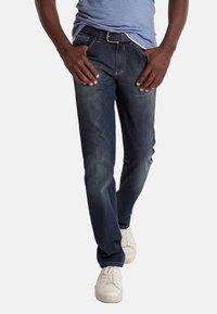 Club of Comfort - MIT HIGH-STRETCH - Slim fit jeans - mittelblau 242 - 1