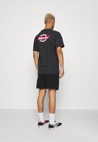 Dickies - PELICAN RAPIDS - Shorts - black - 2
