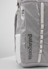 Patagonia - BLACK HOLE PACK 25L - Ryggsekk - birch white