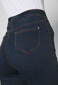 Missguided - VICE HIGHWAISTED SLASH KNEE - Jeans Skinny Fit - indigo - 6