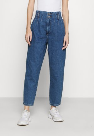 ONLPLEAT CARROW - Jean boyfriend - medium blue denim