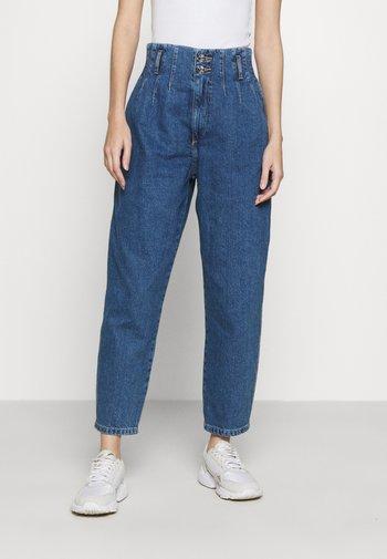 ONLPLEAT CARROW - Relaxed fit jeans - medium blue denim