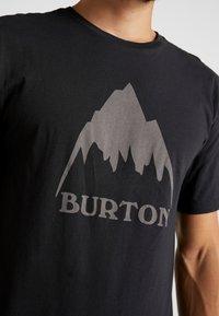 Burton - CLASSIC MOUNTAIN HIGH - Triko spotiskem - true black - 5