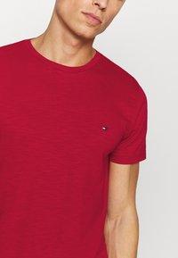 Tommy Hilfiger - SLUB TEE - Camiseta básica - primary red - 5