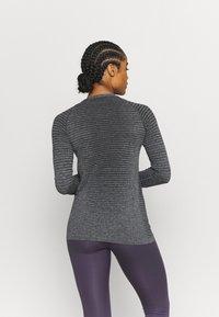 ODLO - ESSENTIAL SEAMLESS CREW NECK - Long sleeved top - grey melange - 2