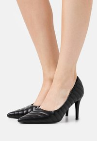 NA-KD - QUILTED POINTY  - High heels - black - 0