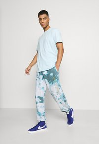 YOURTURN - UNISEX - T-shirt med print - light blue - 1