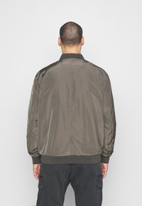 Burton Menswear London - BIG CORE - Giubbotto Bomber - khaki - 2