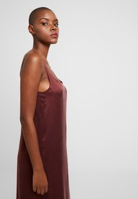 ASCENO - LONG SLIP DRESS - Nightie - rust - 3