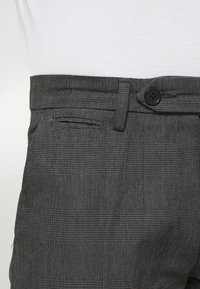 Lindbergh - CHECKED CLUB PANTS - Tygbyxor - grey - 5