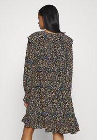 Scotch & Soda - PRINTED DRAPEY DRESS WITH SHOULDER RUFFLES - Jurk - multicoloured - 2