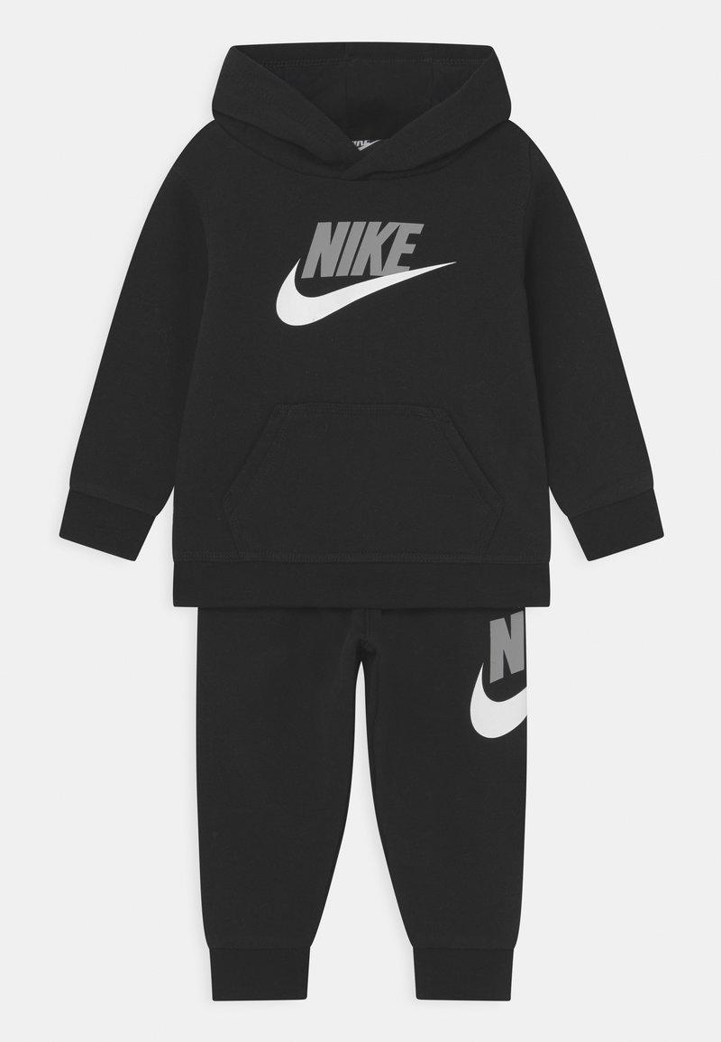 Nike Sportswear - HODIE SET UNISEX  - Trainingspak - black/light smoke grey