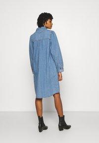 Monki - Denimové šaty - blue medium dusty - 2