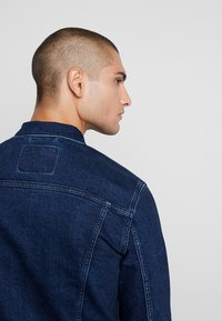 Levi's® - THE TRUCKER JACKET - Farkkutakki - dark-blue denim - 3