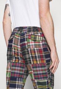 Polo Ralph Lauren - FLAT PANT - Trousers - multicoloured - 6