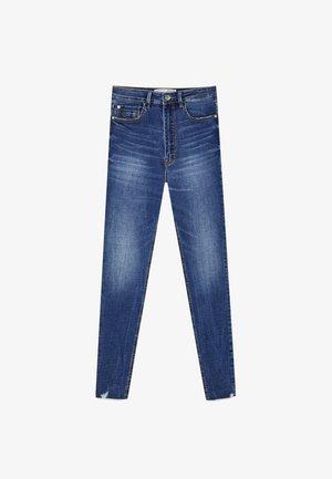 MIT SEHR HOHEM BUND UND KNOPFLEISTE  - Jeans Skinny Fit - light blue denim