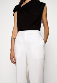 3.1 Phillip Lim - HEAVY CADY TROUSER - Pantalones chinos - off-white - 4