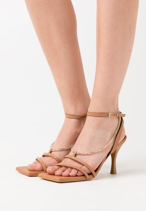 STRAPS CHAIN - High heeled sandals - camel