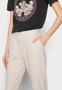 ONLY Tall - ONLNELLA PANTS - Tracksuit bottoms - pumice stone melange - 3