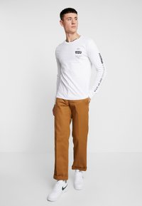 Levi's® Extra - GRAPHIC TEE - T-shirt à manches longues - white - 1