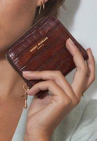 Isabel Bernard - Business card holder - braun - 1