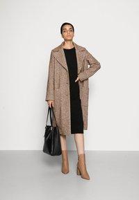 FUCHS SCHMITT - Classic coat - nuss/creme - 1