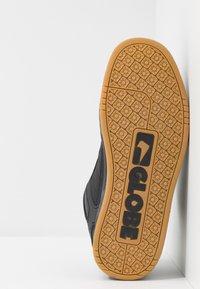 Globe - TILT - Skateboardové boty - dark shadow/phantom - 4
