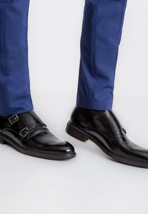 ISTRANA - Elegantní nazouvací boty - black