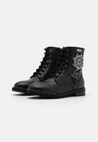 Les Tropéziennes par M Belarbi - ZAMBIE - Lace-up ankle boots - noir - 2