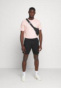 adidas Originals - TEE - Camiseta estampada - Pink - 1