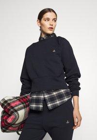 Vivienne Westwood - ATHLETIC - Sweatshirt - navy - 3