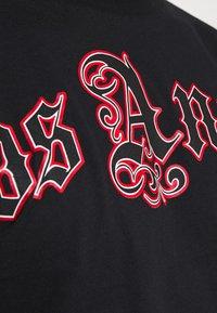 274 - SCRIPT TEE - Print T-shirt - black - 4