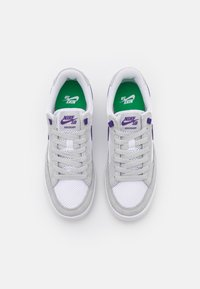 Nike SB - ADVERSARY UNISEX - Skateschoenen - grey fog/court purple/grey fog/white/lucky green - 3
