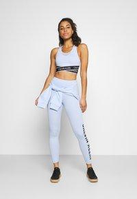 Calvin Klein Performance - MEDIUM SUPPORT BRA - Sportovní podprsenky se střední oporou - sweet blue - 1