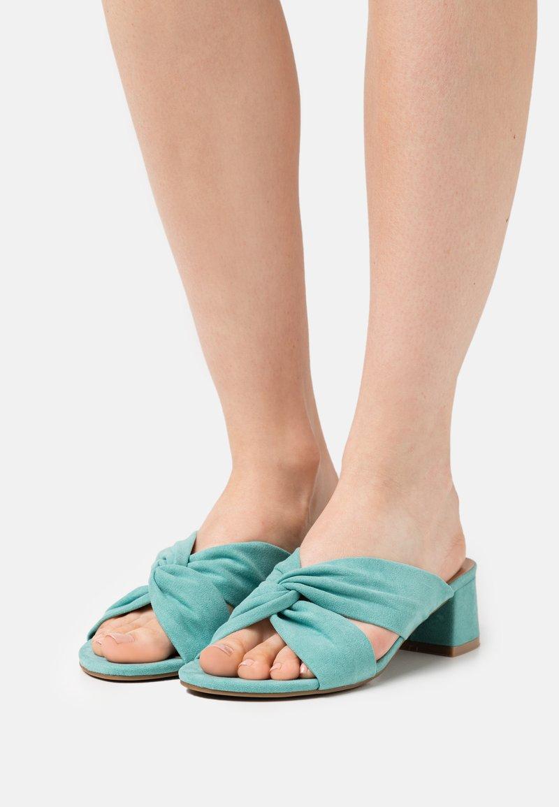 Simply Be - WIDE FIT CALAIS - Pantofle na podpatku - green