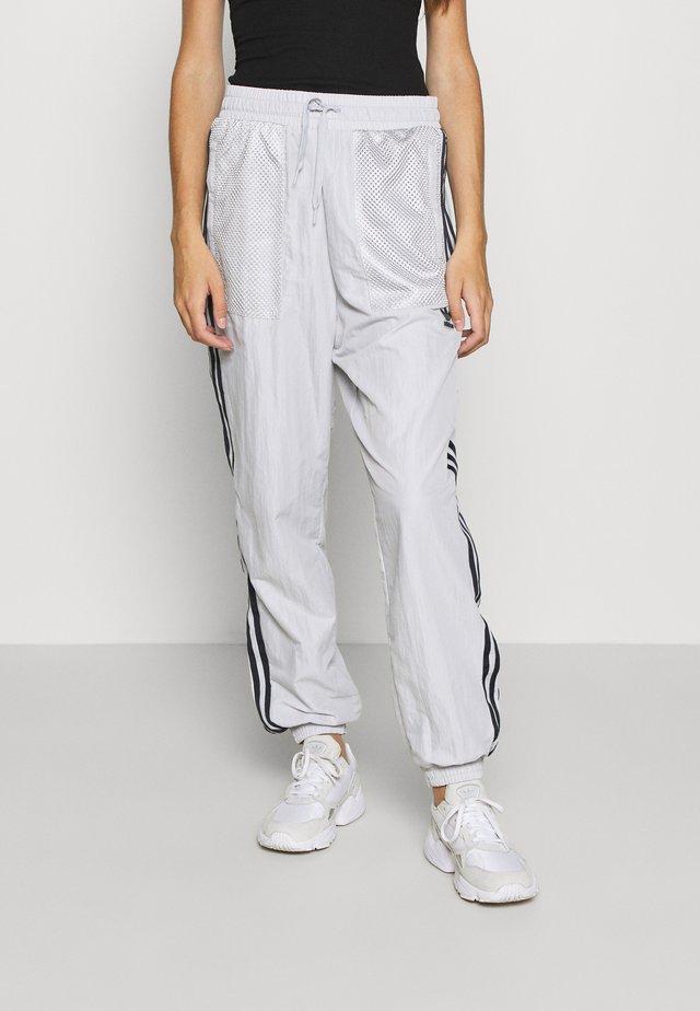 SPORTS INSPIRED PANTS - Träningsbyxor - solid grey