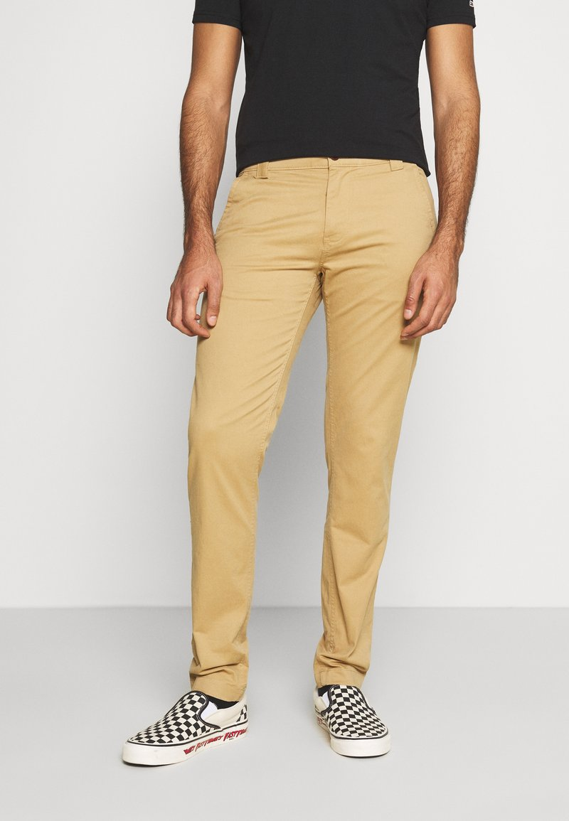 Tommy Jeans - SCANTON PANT - Chino - classic khaki