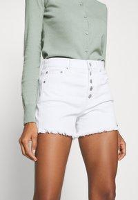 GAP - Denim shorts - optic white - 4