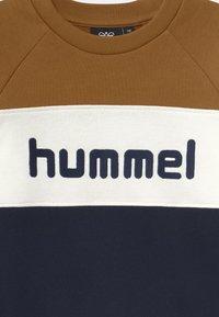 Hummel - CLAES UNISEX - Collegepaita - rubber - 2