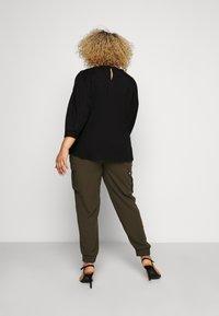 Dorothy Perkins Curve - UTILITY JOGGER - Cargo trousers - khaki - 2