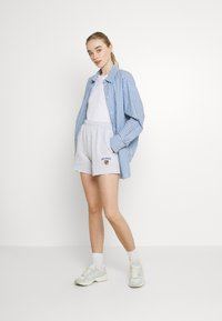 BDG Urban Outfitters - CREST EMBROIDERED LOGO - Shorts - grey marl - 1