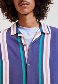 PULL&BEAR - Overhemd - blue - 3