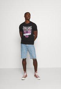 Alessandro Zavetti - SAVAGE TEE - Print T-shirt - black - 1