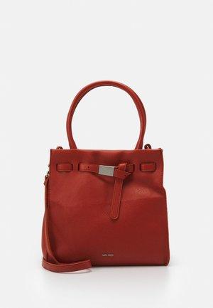 SINDY - Handbag - orange