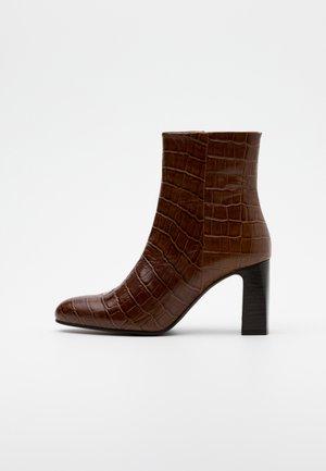 DEBANI - Støvletter - marron