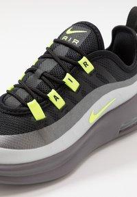 Nike Sportswear - AIR MAX AXIS - Sneakers basse - black/volt/gunsmoke - 2