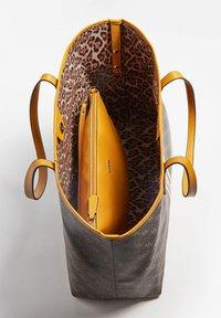 Guess - VIKKY - Tote bag - braun - 4